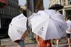bílé deštníky